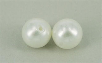 Shell pearl, anboret, 6 mm Hvid,  2 stk.